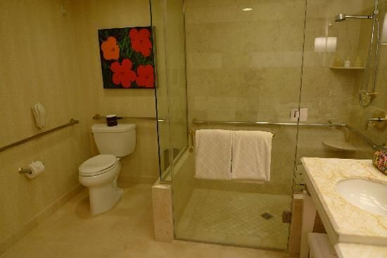 Who wouldn\'t want to stay in a hotel room with this bath? Wynn Room ...