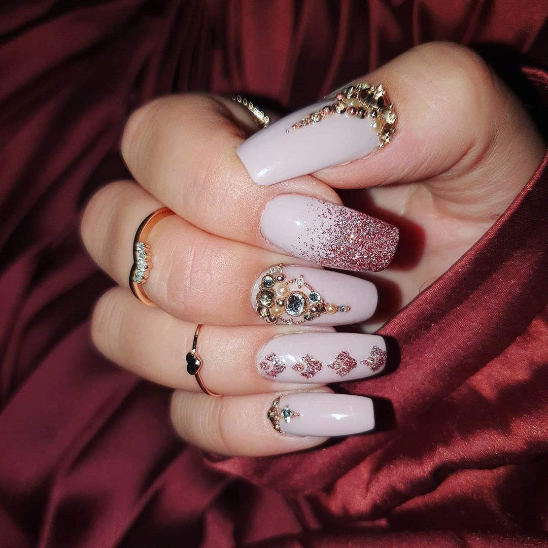 #nailart #nails #longnails #nudenails #gelnails #glitter #stone #glamnails #overthetop #prettynailshop24 #jewelry #selfmaid #shelac