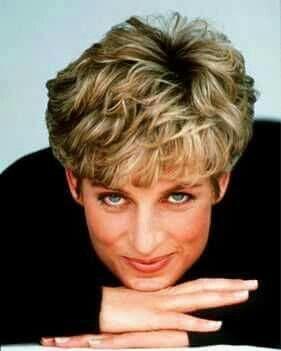 Pin Von Belle Briley Auf Is All About The Hair Prinzessin Diana Frisuren Prinzessin Diana Lady Diana
