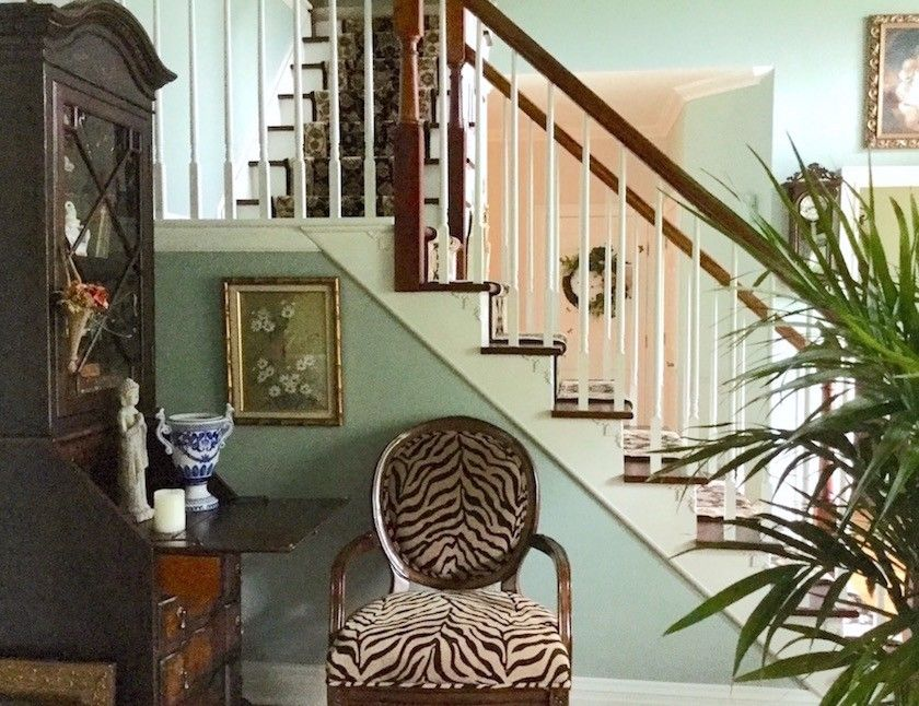 A Room That S Chock Full Of Interior Decorating Lessons Home Decor Interior Decorating Help Interior Decorating