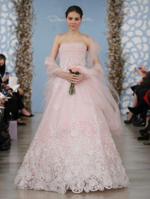 vestido de novia en color rosa pastel - foto oscar de la renta