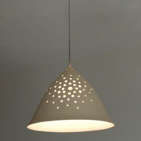 danse de lumi re un c ne de suspension en forme de luminaire faite dargile blanche et perfor. Black Bedroom Furniture Sets. Home Design Ideas
