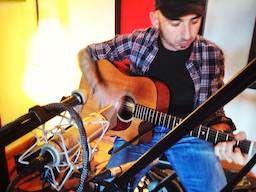 Multi-miking acoustic guitar