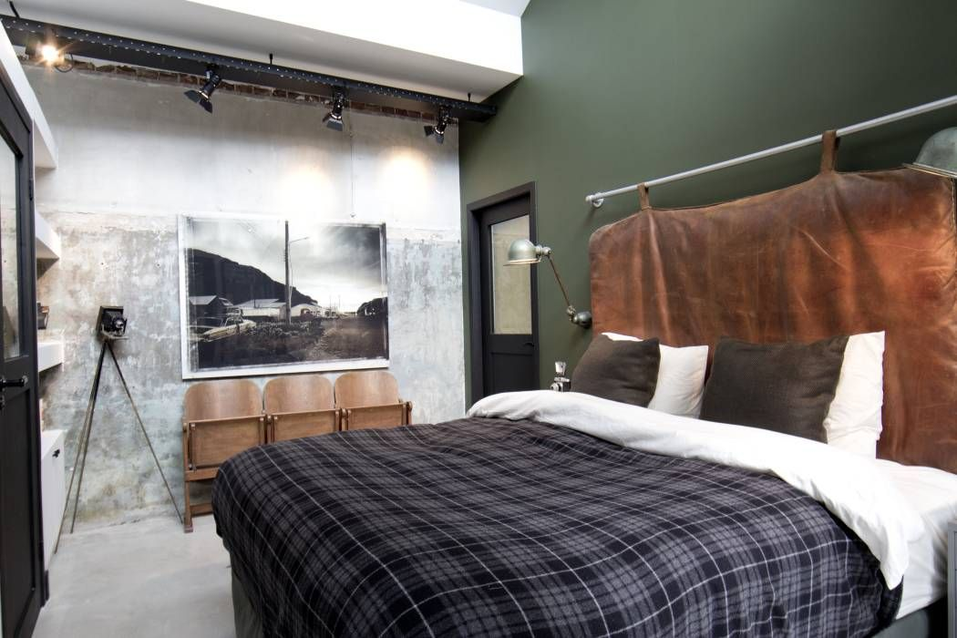 Dormitorios de estilo Industrial por BRICKS Studio
