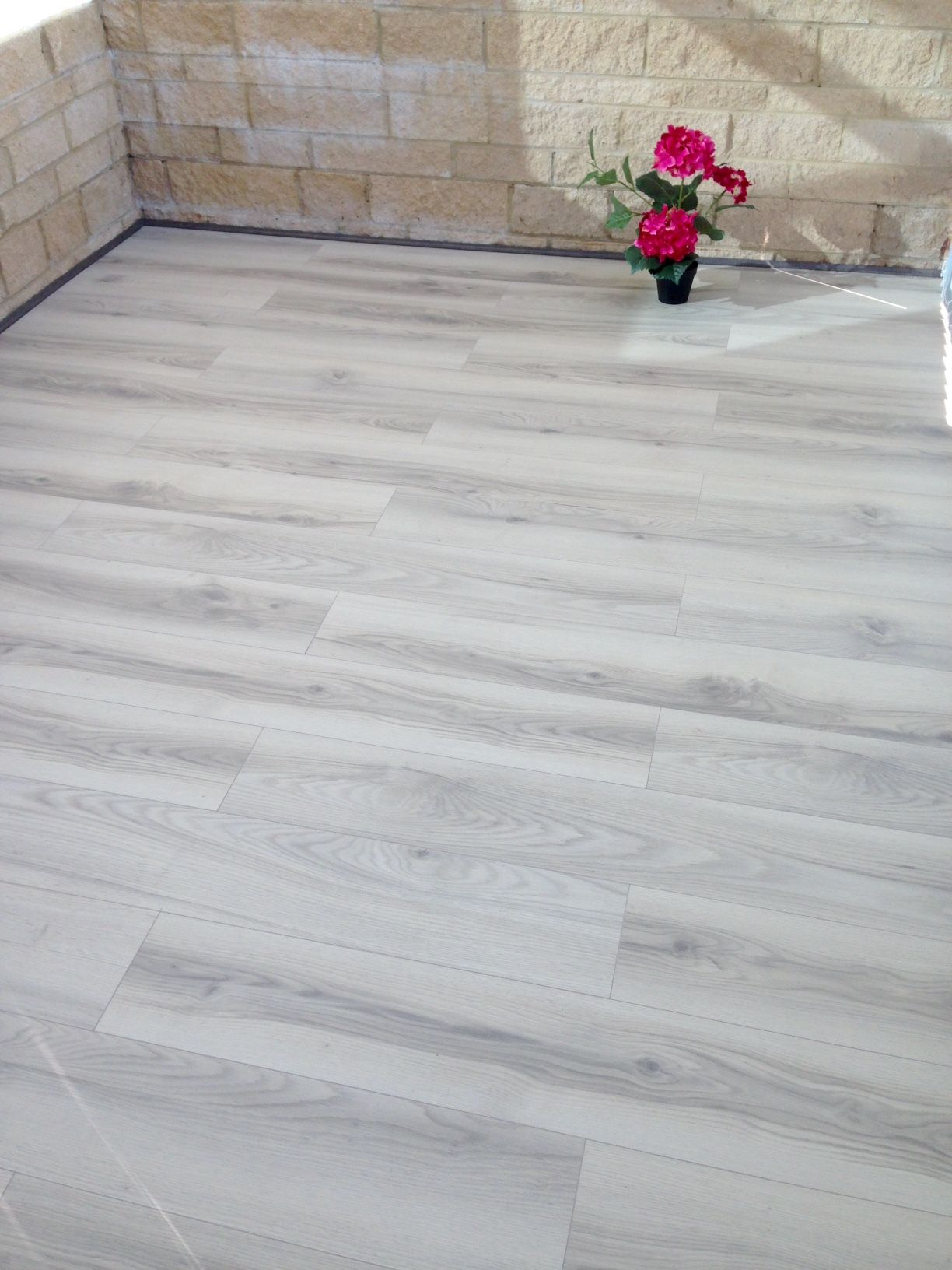 The Style 11mm Antarctica Oak is an 11mm thick laminate