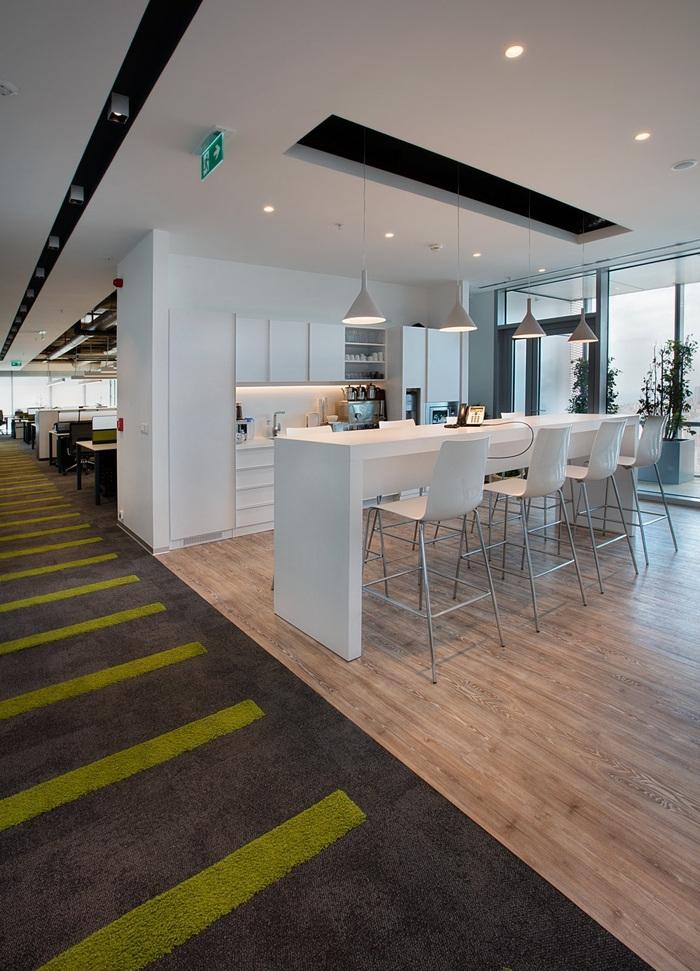 Cigna Finance Offices Istanbul Office Snapshots In 2020 Office Kitchenette Office Interior Design Modern Office Interiors