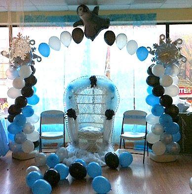 Happy feet theme balloon arch balloon decor pinterest for Baby feet decoration