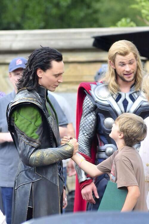 #Loki and #Thor hang out with a fan (found on Twitter ...