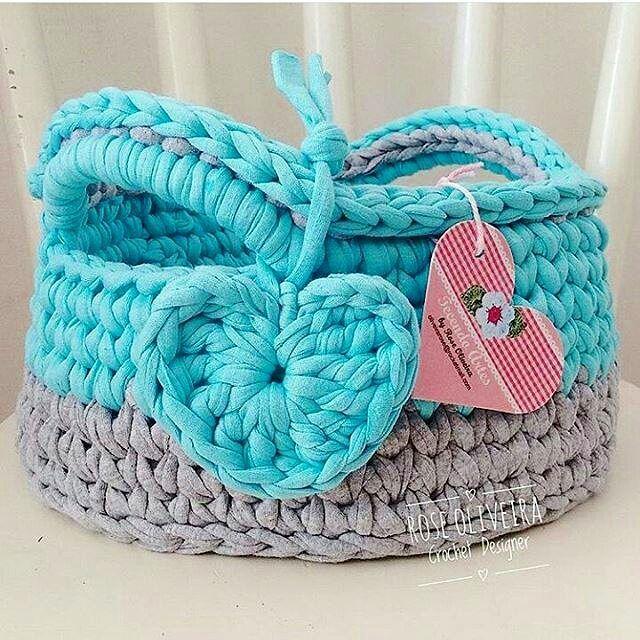 Boa tarde gente. Relembrando essa master fofura 💙😊😍 Cesto Fofucho que fiz para um bebê 💙 #basketkids #basket #cestosorganizador #trapillo #crochet #fiosdemalha