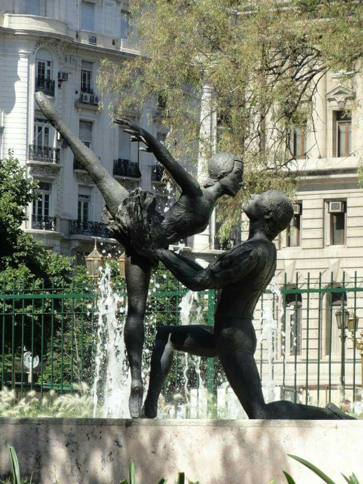 Monumento a dos de los más grandes bailarines que tuvo el Teatro Colón: Norma Fontenla y José Negri, muertos en un trágico accidente. Está ubicado frente al Teatro Colón