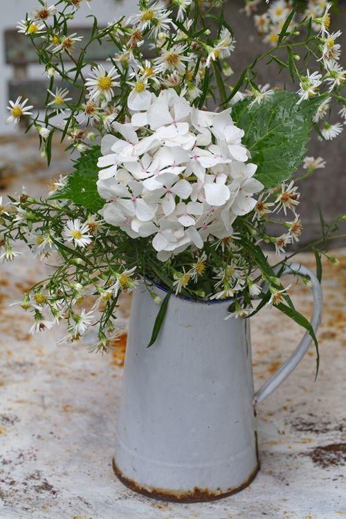 prairie style au jardin grange de charme pretty bouquets floral arrangements jardins. Black Bedroom Furniture Sets. Home Design Ideas