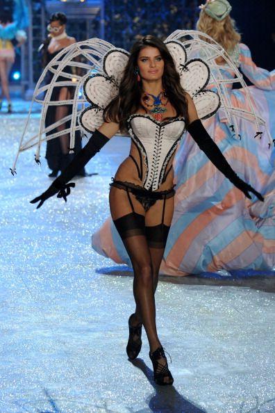 Justin Bieber Toned Tushies Its The Victorias Secret Fashion - Porte jarretelle victoria secret