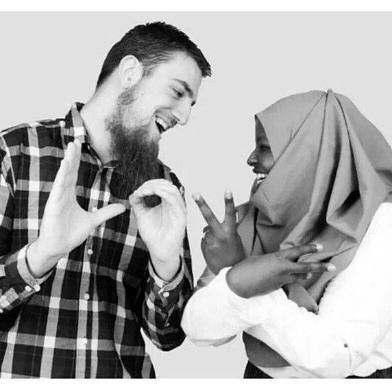 "Teringat kisah yg diceritakan oleh seorang Sheikh  Ada seorang lelaki kerja di UAE meminta ayahnya carikan isteri & mempersiapkan pernikahannya. Lalu ayahnya yg soleh memilih seorang wanita solehah yg berkualitas tapi tak cantik. Setelah lelaki itu tiba di Mesir lalu dia disambut & dg segala persiapan pernikahan.  kemudian dia & isterinya dibawa kedalam ruangan ketika isterinya membuka tabir wajahnya. Lelaki itu terkejut..dia terkejuttt. ""Inikah isteri aku yg dipilih oleh ayah? Dia tak…"