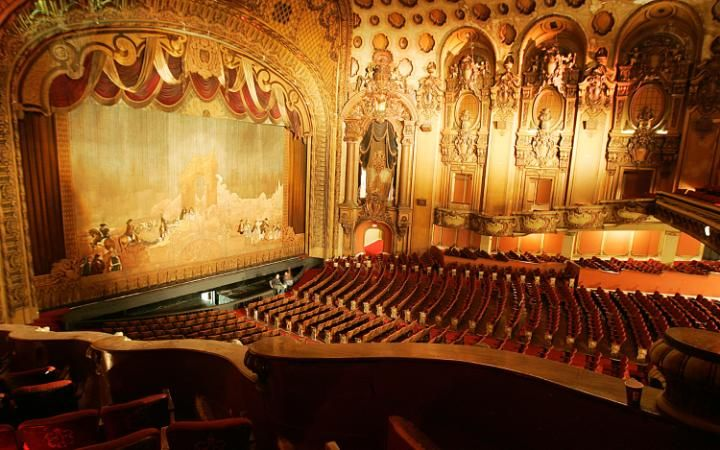 The Ornate Interior Of The Los Angeles Theatre Above Is Typical Of The Grand Old Movie Houses In Downto Los Angeles Travel Guide Los Angeles Hollywood Scenes