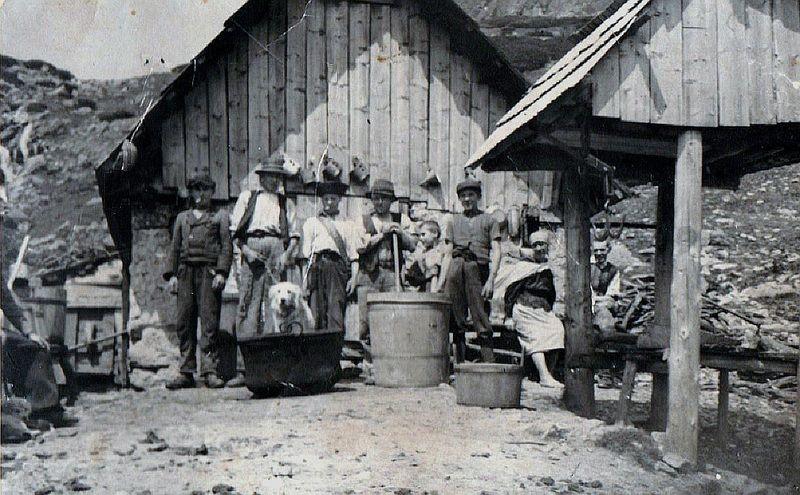 Na salaši asi v Kôprovej doline - fotoarchív: Miroslav Čabaj - nedatované