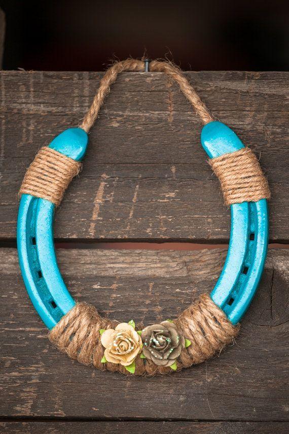 Turquoise horse shoe by jaksvintagethings on etsy crafts - Hufeisen basteln ...