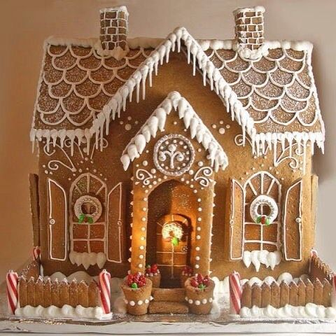 This is pretty enough to live in 😀 #gingerbreadhouse #christmasbaking #christmasdecor