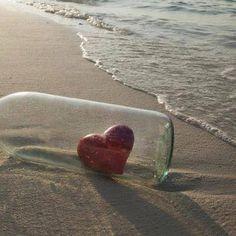 ارمي قلبي في البحر عساى يصل لمن كان وريده Heart In Nature Message In A Bottle My Heart