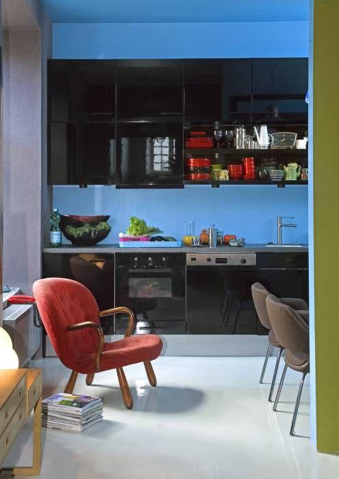 Ausgefallene Küche Bilder: Blau-schwarze Küche im Retro-Stil