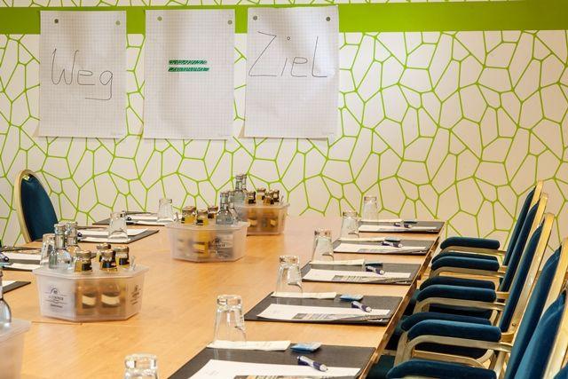 Moderner Seminarraum Mit Blocktafel Im Trihotel Seminarraum Raum Modern