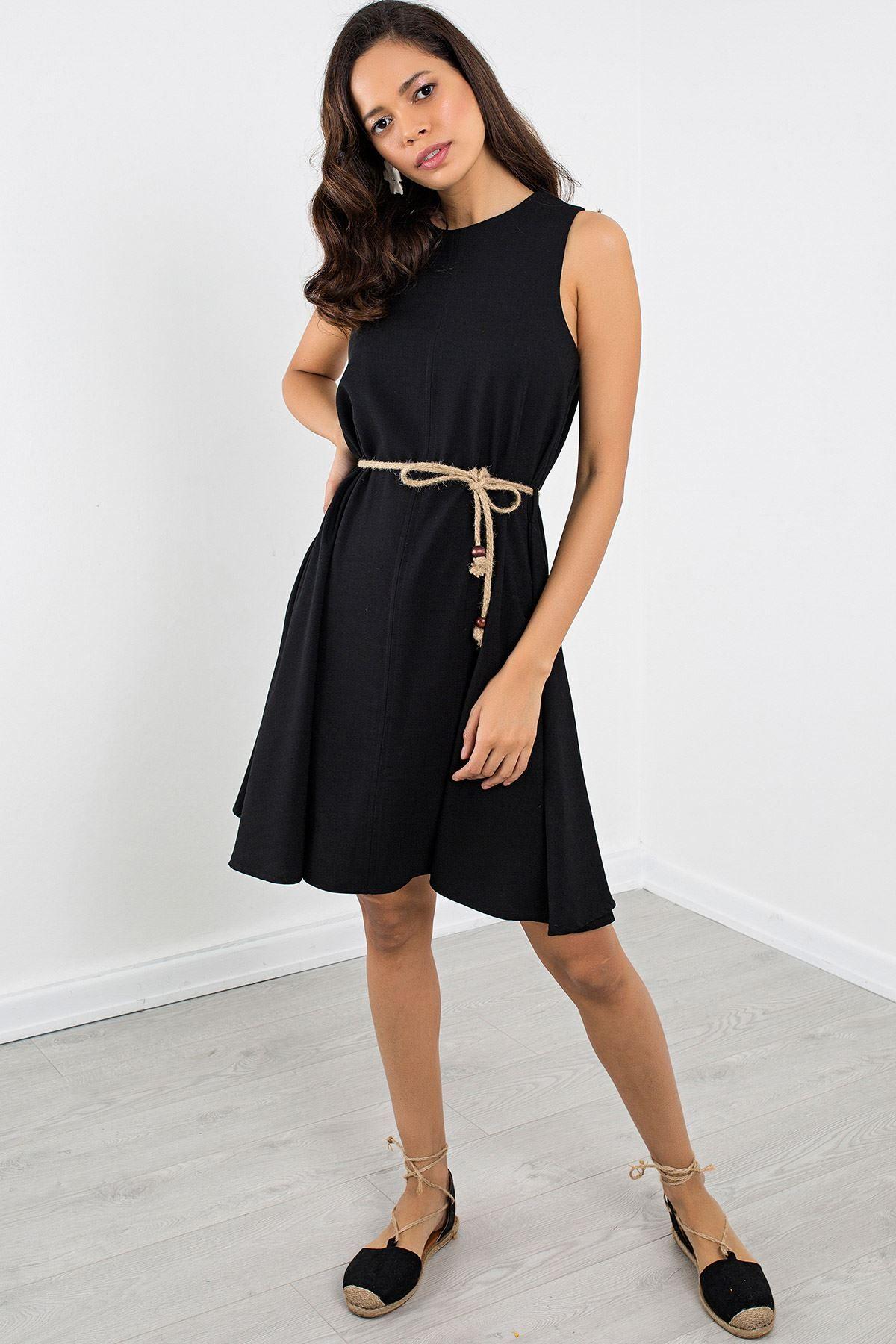فستان قصير مع حزام على الخصر لون أسود Chic Hanim