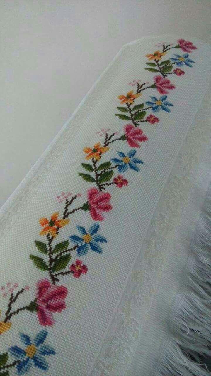 Pin de ambrosi en toallas pinterest punto de cruz bordados en punto cruz y cenefas punto de - Cenefas punto de cruz para toallas de bano ...