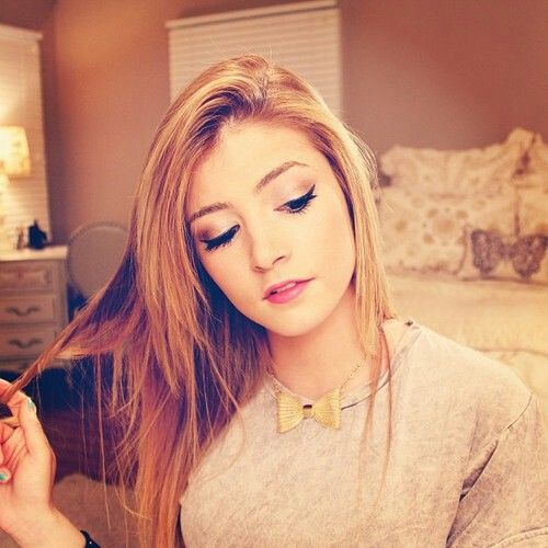 Chrissy Costanza Some Gift From God The Lead Singer Of Us Band