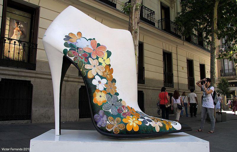 843cf8c8 Shoe Street Art - Madrid Zapatos Shoes, Shoe Art, Statues, Madrid, Street