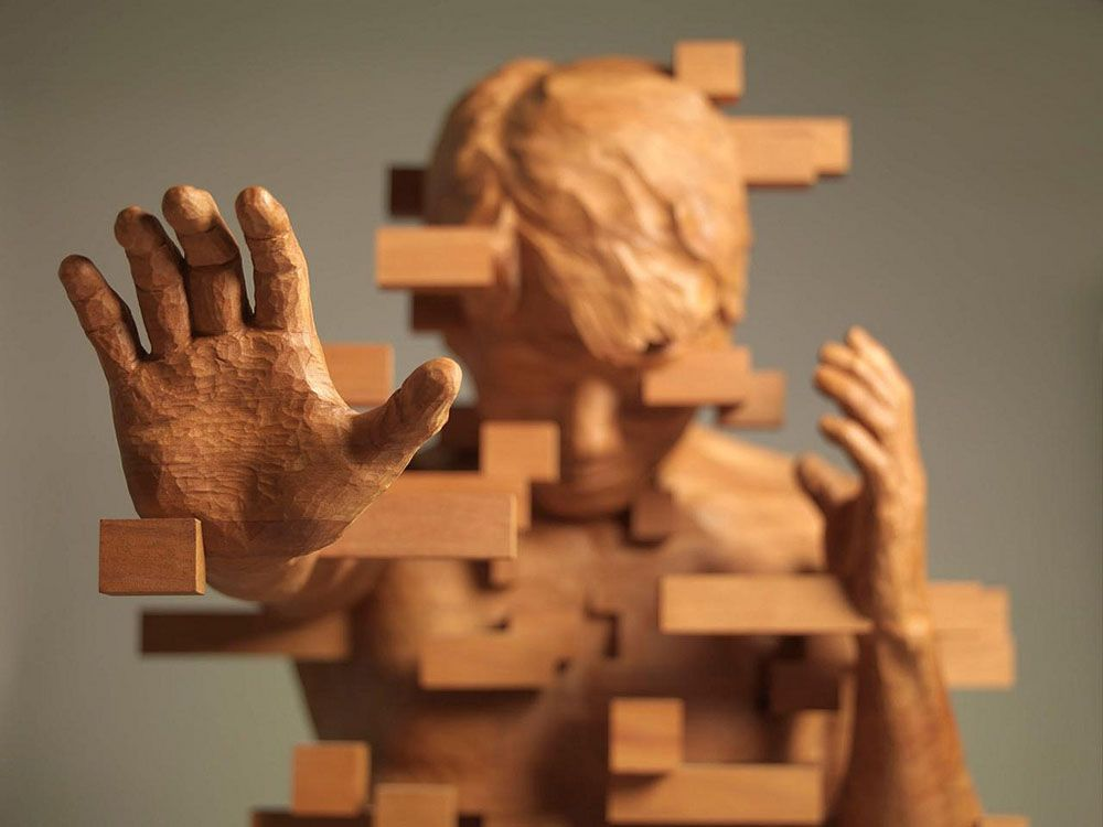 Hsu Tung Hans Pixelated Wood Sculptures Wood Sculpture - Taiwanese sculpture uses wood to create sculptures of people effected by pixelated glitches