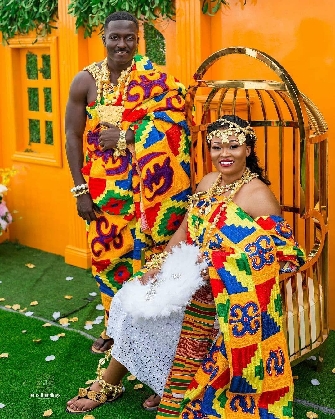 Ghanaian Traditional Wedding: L'image Contient Peut-être : 2 Personnes, Personnes Debout