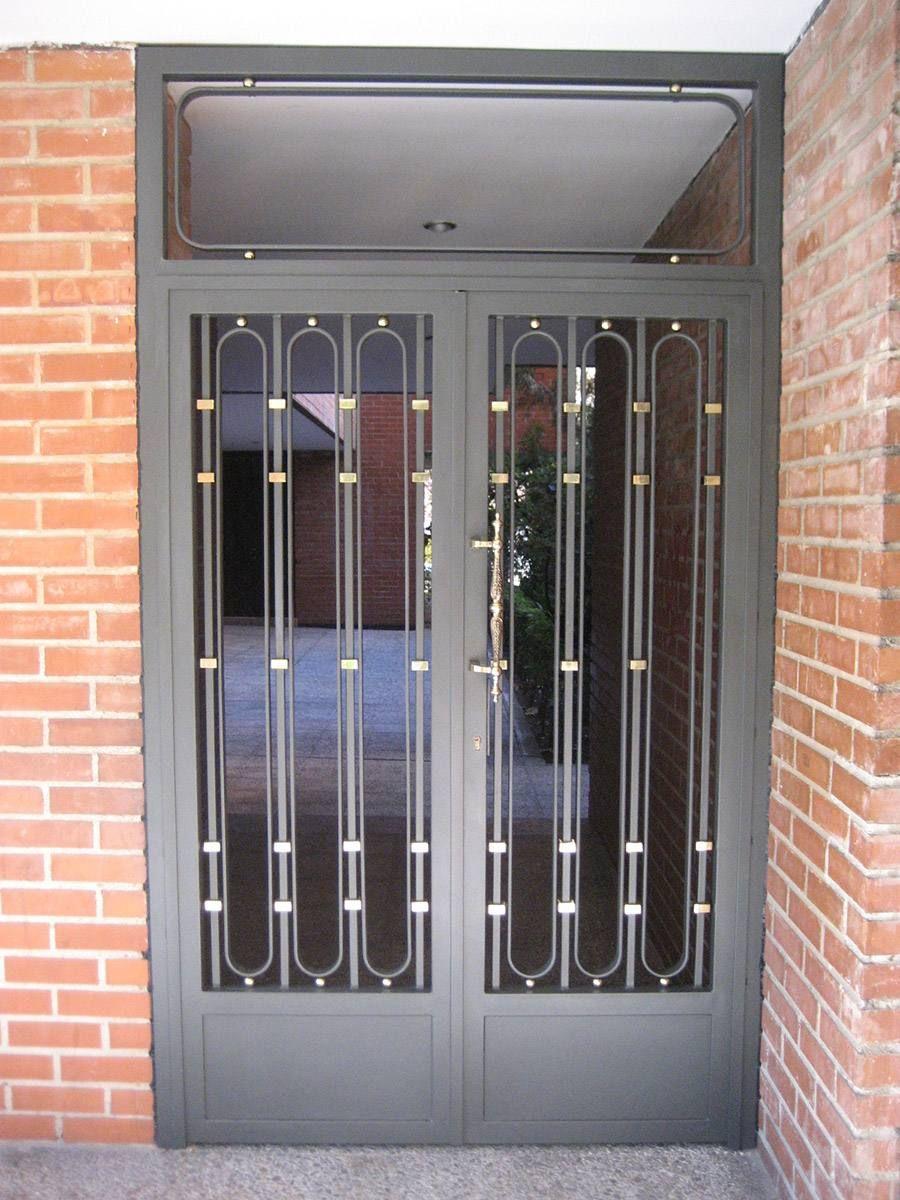 Puerta de hierro para portales ornamental iron for Modelos de puertas de fierro modernas