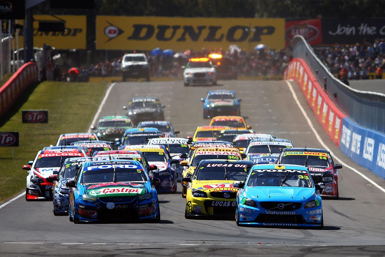 Volvo V8 Polestar Leads The Bathurst 1000 Into The First Corner Australian V8 Supercars Super Cars Australian Cars