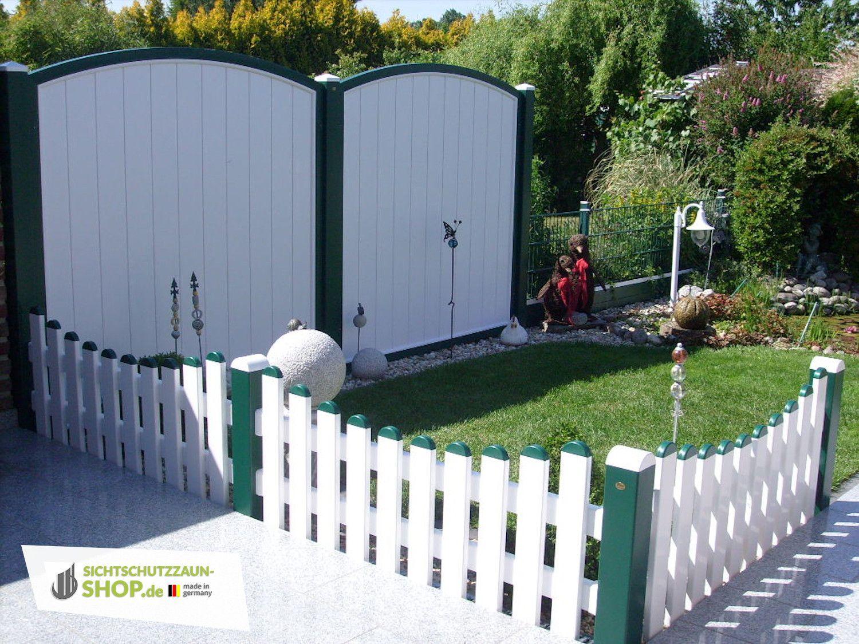 Sichtschutz Und Zaun In Weiss Und Moosgrun Sichtschutzzaun Fenster Kunststoff Gartenstecker