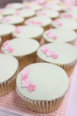 sharon wee - wee love baking - cupcakes