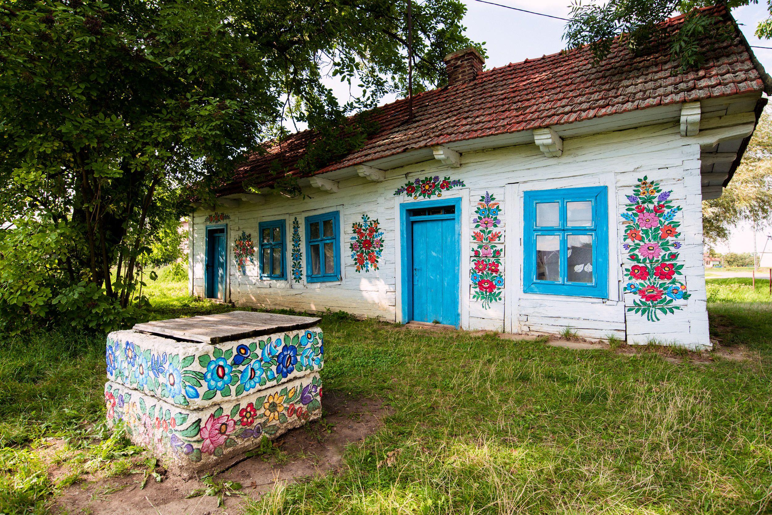 Czy To Jest Najpiekniejsza Polska Wies Malowane Zalipie Duze Podroze Polish Folk Art House Painting Cool Paintings