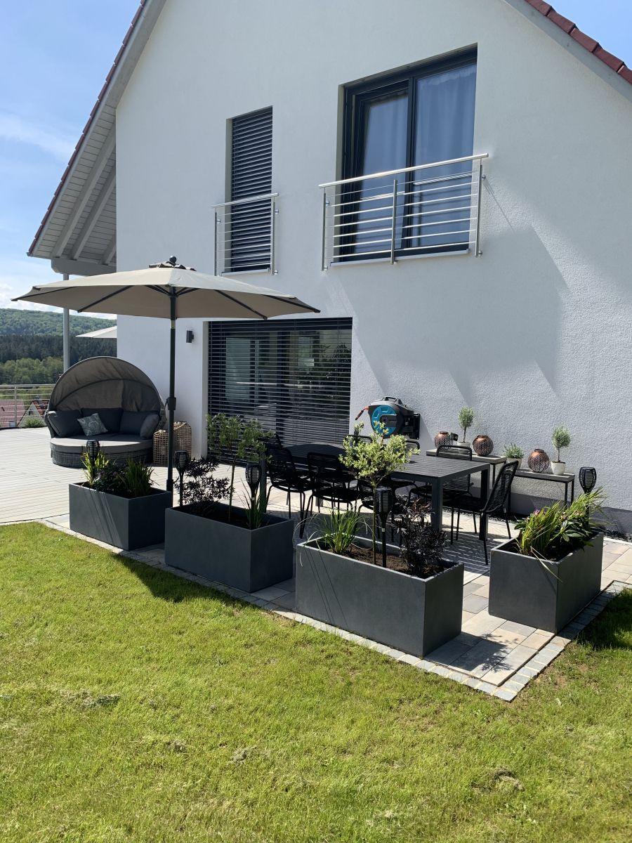 Pflanztroge Auf Der Terrasse Outdoor Living Space Design Patio Design Brick Fireplace Makeover