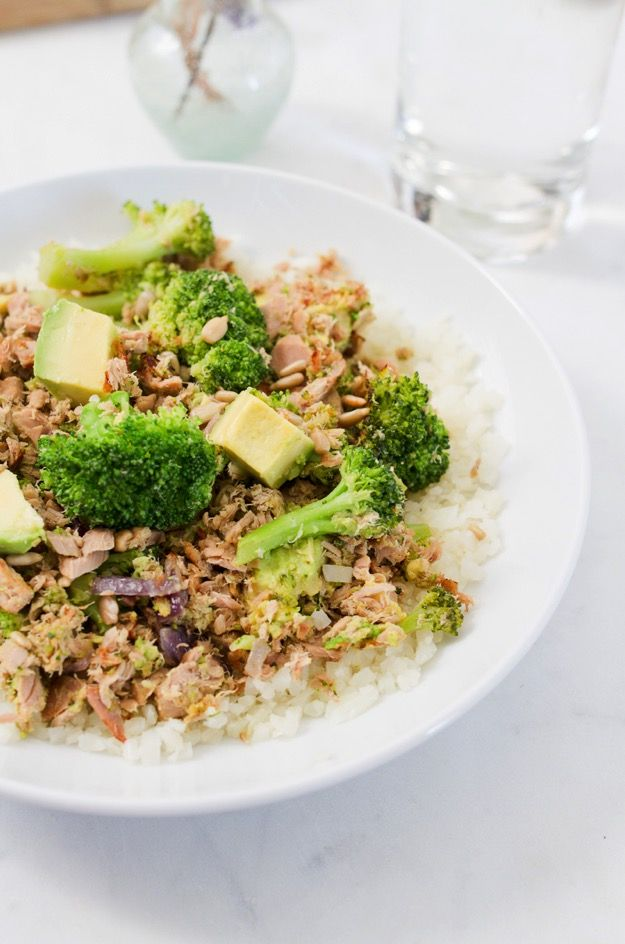 Broccoli Avocado Tuna Bowl -- paleo, gluten-free, low in carbs and over 38 grams of protein per serving!