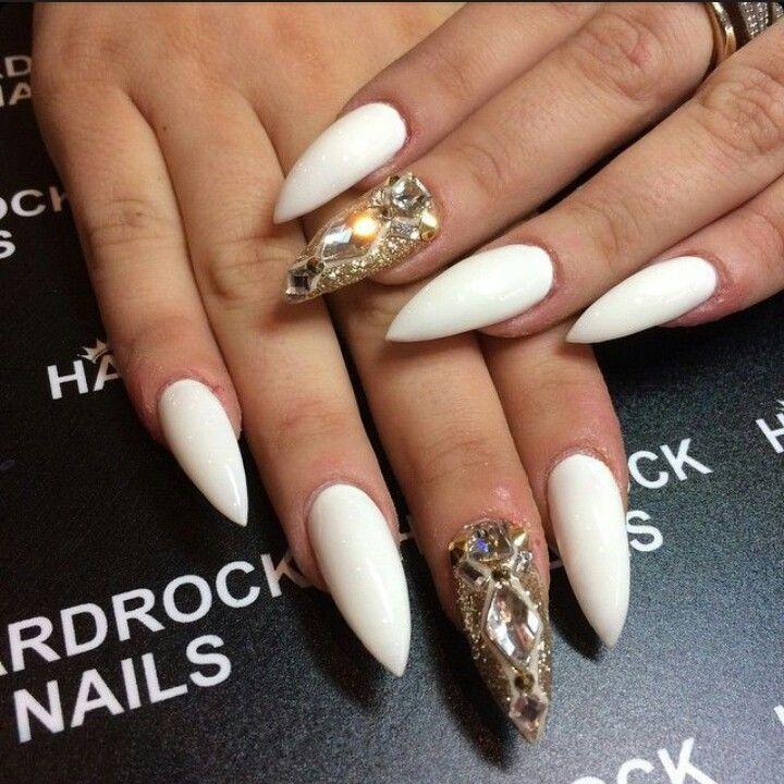 Hardrock Nails White Stiletto Acrylic Nails W Rhinestones Gems Stilletto Nails Stiletto Nails White Stiletto Nails