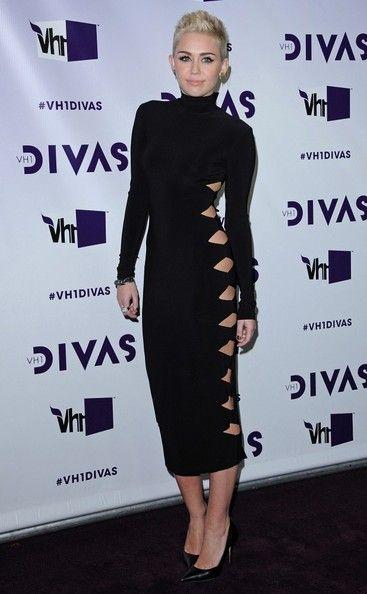 Miley Cyrus VH1 Divas 2012 Black Dress Short Hair
