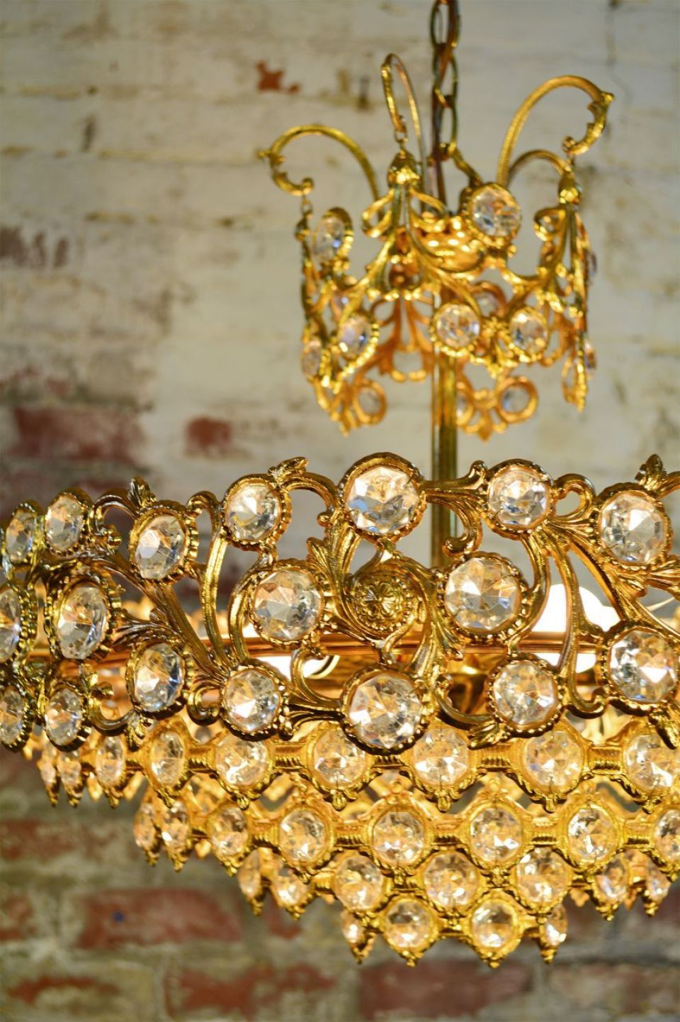 Sciolari Lobmeyr Chandelier | A very rare Sciolari Lobmeyr gilt brass and crystal chandelier dating from the 1950's/1960's. The fixture showcases over 180 individual crystals and illuminates with five lights. Whether suspended from a great room, dining room or bedroom, this rare fixture adds just the right amount of glitz. #crystal #gilt #interiordesign