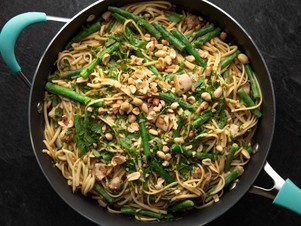 "Peanut Chicken Pasta (Quick and Easy: Chicken) - ""The Pioneer Woman"", Ree Drummond on the Food Network."