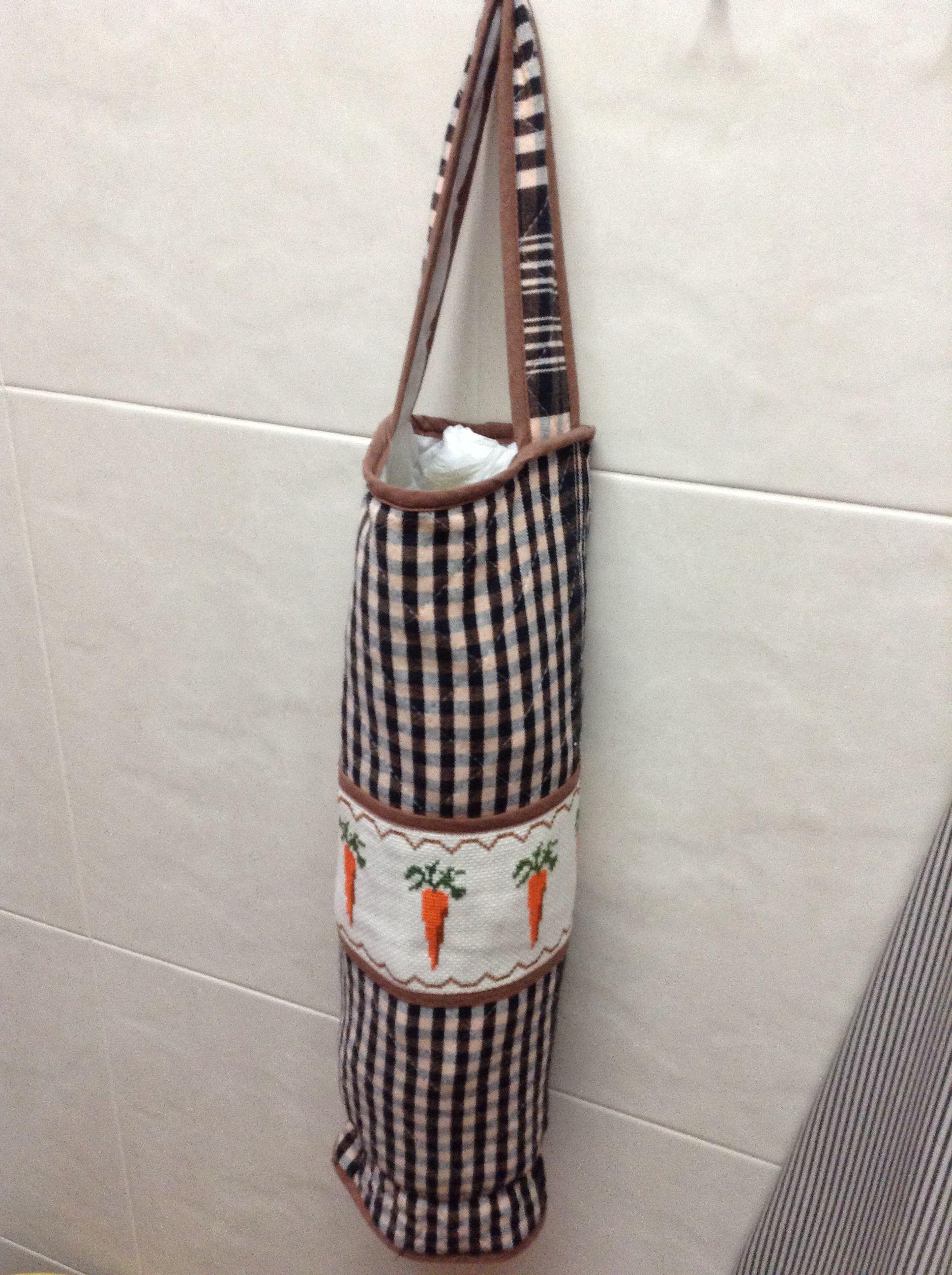 Maria pilar blay mas bolsa de cruceta para guardar las - Guardar bolsas plastico ...