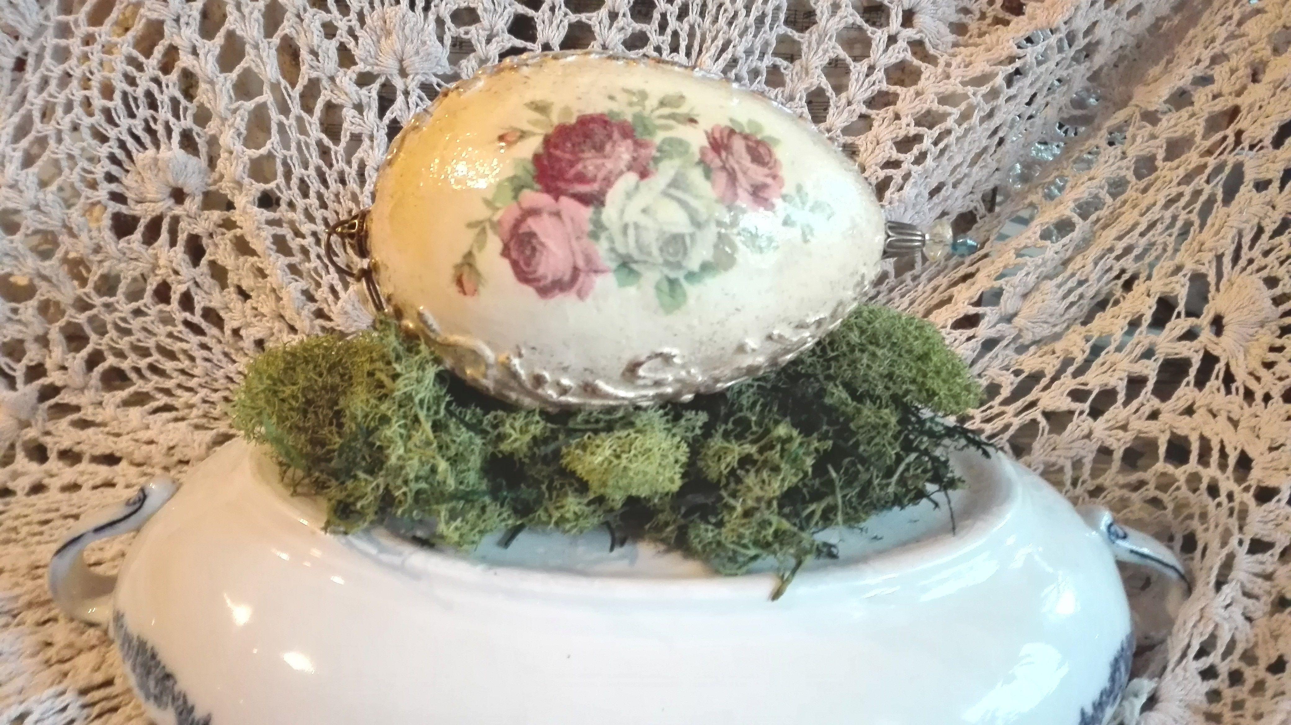 Jajeczko z różyczkami :)