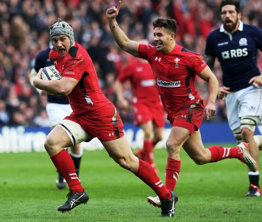Wales' Jonathan Davies Sprints Away Against Scotland