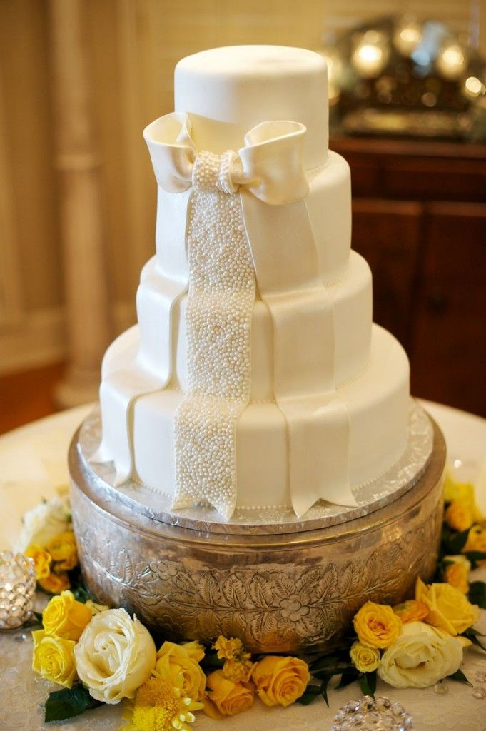 cedarwoodweddings *A favorite cake Simple but beautiful! Love the ...