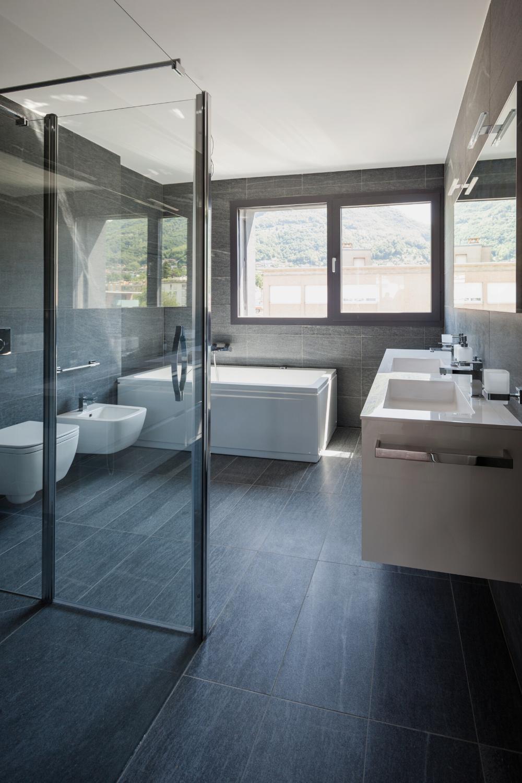 ديكورات حمامات بأفكار متنوعة للجميع أنواع الحمامات الكبيرة و الصغيرة منها In 2020 Best Bathroom Designs Bathroom Design Beautiful Bathroom Pictures