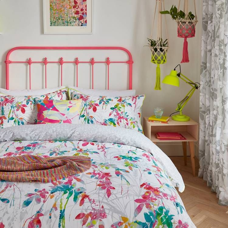 Pin Su Coral Bedroom
