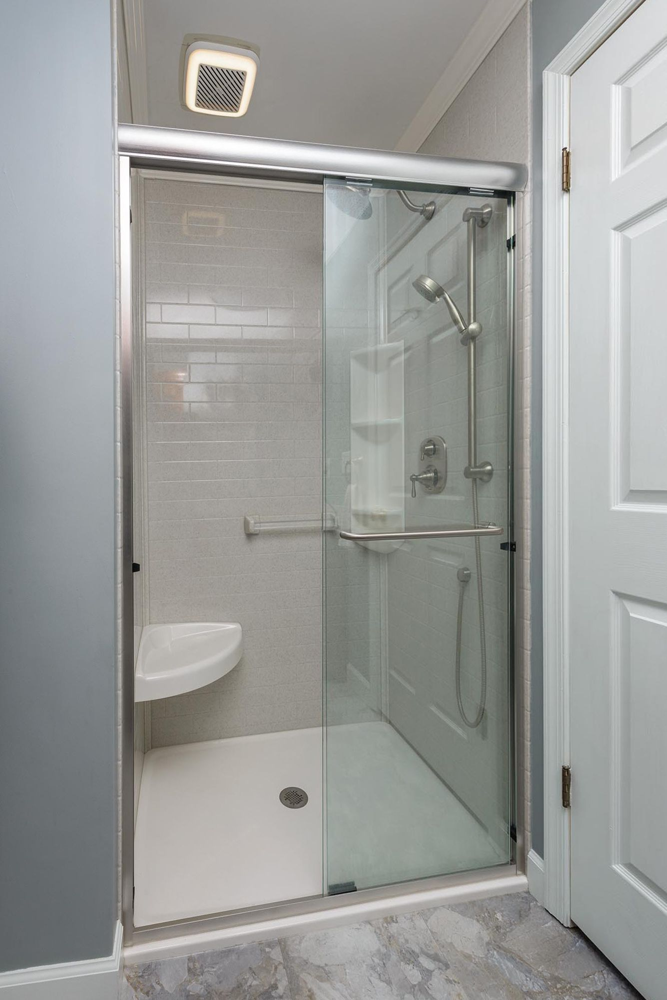 click to close image click and drag to move use arrow on shower wall panels id=55819