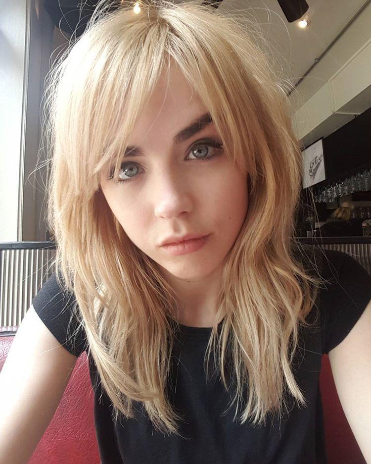 Danielle Sharp Fan: Fotos | Long hair styles, Hair styles