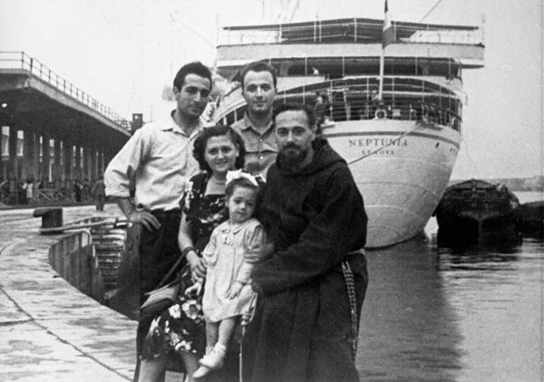 a history of italian immigrants in the united states History of italian immigration to america, ellis island, discrimination with the 3000 mile journey from italy to america 96% of immigrants arriving in new york traveled directly to the united states by ship the first italian immigrants undertook the voyage on sailing vessel which took.